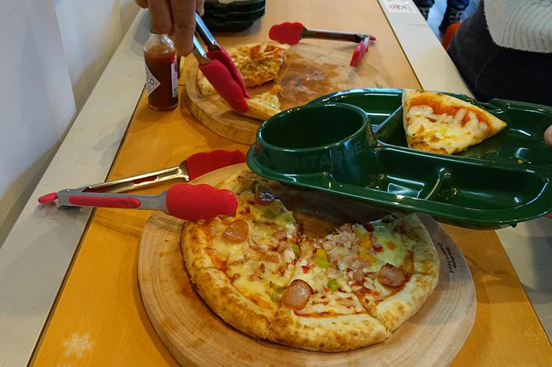 食べ放題のピザ