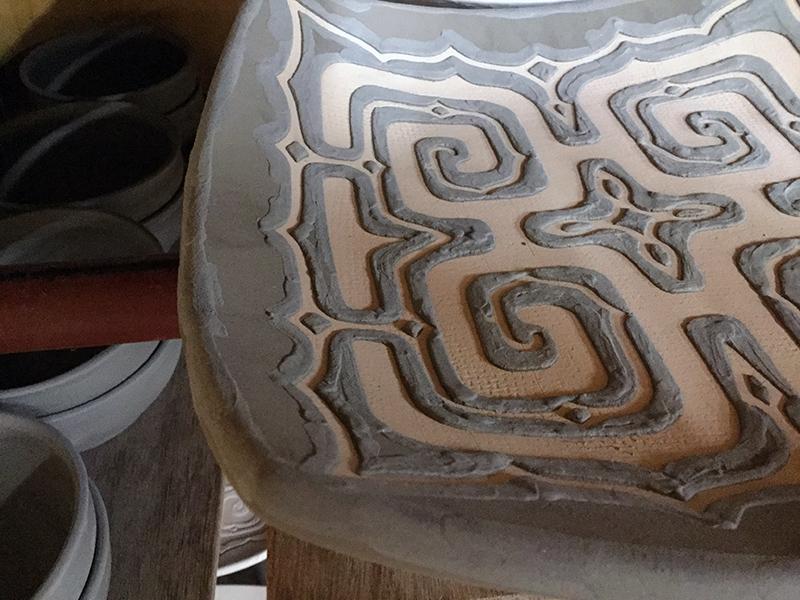 釉象嵌のお皿