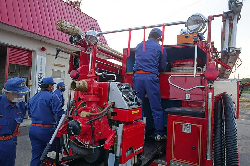消防車の装備を確認